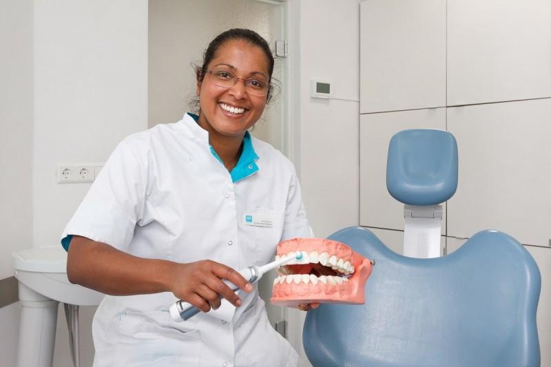 mondhygiënist Klazienaveen - tandarts Dental Clinics Klazienaveen