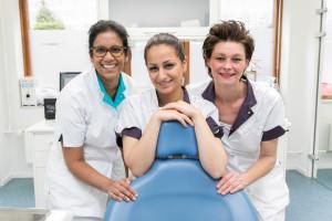 Tanden bleken door tandarts of mondhygienist