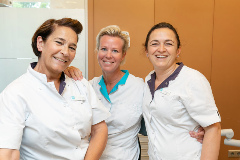 tandartspraktijk Krommenie - assistentes Dental Clinics Krommenie