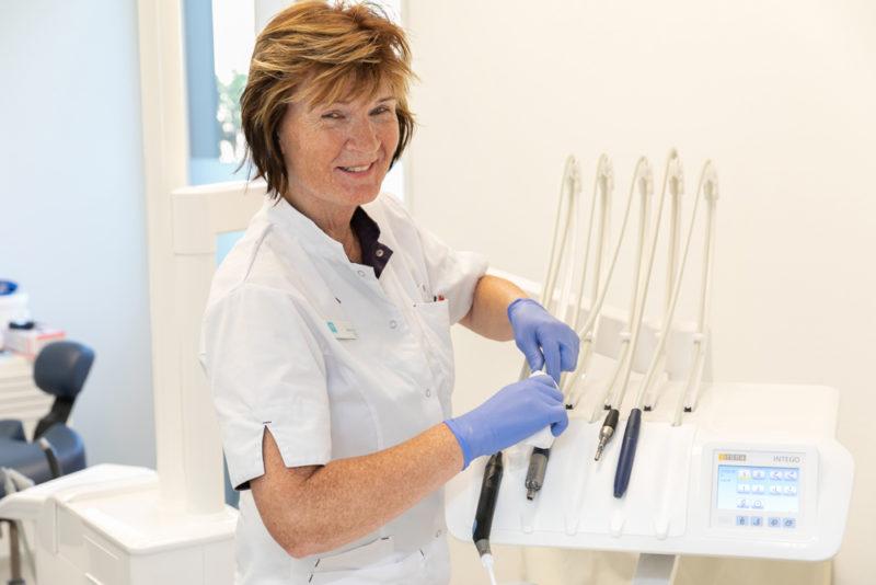 tandartspraktijk Leeuwarden Oost - assistente Dental Clinics Leeuwarden Aldlân