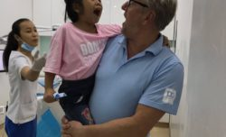 Tandarts Bart Vinke in Vietnam - Dental Clinics