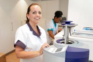 tandartspraktijk Rotterdam-Zuid - assistente Dental Clinics Rotterdam Pleinweg